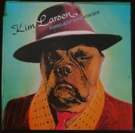 """Simon Bang: """"Kim Larsen, Forklædt som Voksen"""" (1986). I familiens eje. Affotografering af ukendt."""